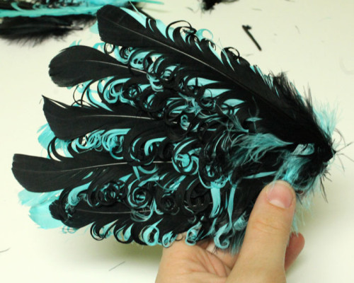 glue-feathers-to-pad
