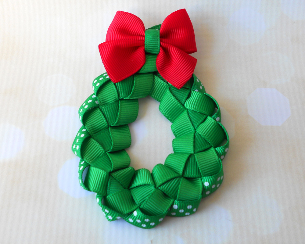 woven-ribbon-christmas-wreath-clippie